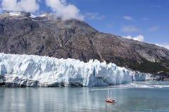 Schip door de Gletsjer Stock Afbeelding