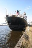 Schip door dock2 Royalty-vrije Stock Foto's