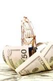 Schip en golf van geld stock fotografie