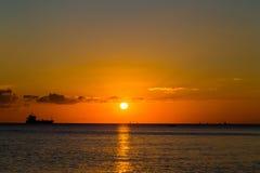 Schip en zonsondergang Stock Afbeelding
