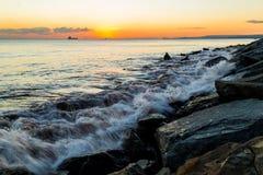 Schip en zonsondergang Stock Foto's