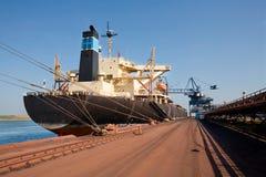 Schip in haven royalty-vrije stock foto's