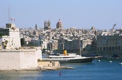 Schip in haven van Valletta, hoofdstad van Malta Stock Foto