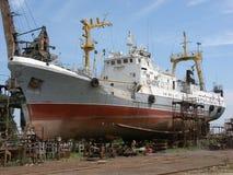 Schip in het dok, Astrakan, Rusland Stock Foto
