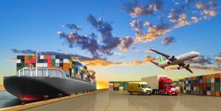 Schip in het dok en de vracht stock illustratie