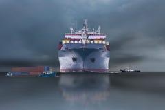 Schip met container in dok op solf blauwe hemel Royalty-vrije Stock Fotografie