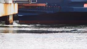 Schip naderbij komende haven langzaam stock videobeelden