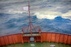 Schip in Noordpooloceaan bij breedte 81 graden stock fotografie
