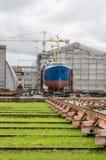 Schip op de voorraden in de scheepswerf royalty-vrije stock foto's