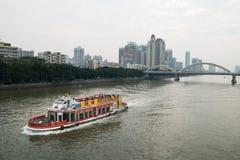 Schip op de zhujiangrivier in guangzhou China stock fotografie