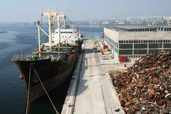 Schip op dok. De industrie van de lading. stock afbeelding