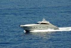 Schip op het Middellandse-Zeegebied Royalty-vrije Stock Afbeeldingen