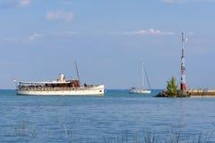 Schip op Meer Balaton Stock Afbeeldingen