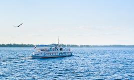 Schip op Volga Royalty-vrije Stock Foto's