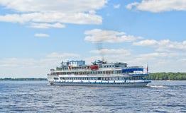Schip op Volga Stock Foto