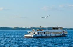 Schip op Volga Royalty-vrije Stock Afbeelding