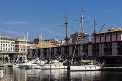 Schip in Porto Antico, Genua stock foto's