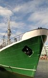 Schip` s boog in de haven Stock Foto