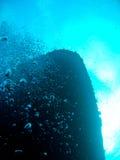 Schipbreuk bij de bodem van de oceaan stock foto