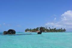 Schipbreuk in de archipel van San Blas, Panamà ¡ Royalty-vrije Stock Foto's