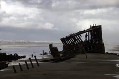 Schipbreuk in het Zand Stock Afbeeldingen