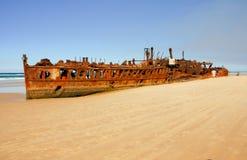 Schipbreuk op de kust van Eiland Fraser Royalty-vrije Stock Afbeeldingen