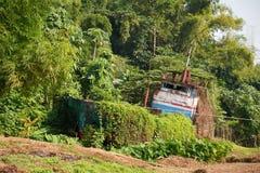 Schipbreuk op riverbank van Mekong rivier Laos Stock Foto