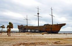 Schipbreuk op strand Royalty-vrije Stock Foto's