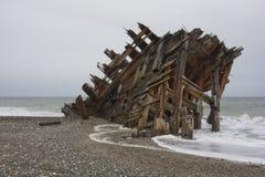 Schipbreuk op strand royalty-vrije stock afbeeldingen