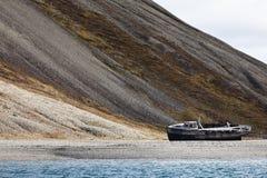 Schipbreuk in Skansbukta, Svalbard, Noorwegen Stock Fotografie
