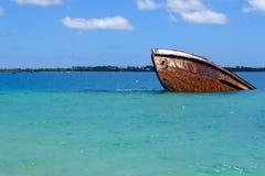 Schipbreuk van de kust van Pangaimotu-eiland dichtbij Tongatapu-isla Royalty-vrije Stock Foto's
