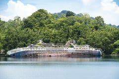 Schipbreuk - Wereld ontdek - Roderick Bay, Solomon Islands stock fotografie