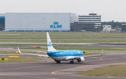 SCHIPHOL, AMSTERDAM, CZERWIEC 29, 2017: Widok KLM samolot przy Schip Zdjęcie Stock