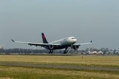 Schiphol-Flughafen, Nordholland/die Niederlande - 16. Februar 2019: Delta Air Lines Airbus A330-200 N851NW stockfotografie