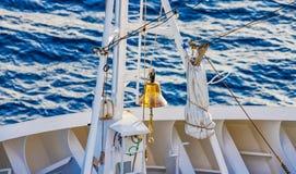 Schipklok op het dek van een passagiersvoering stock foto