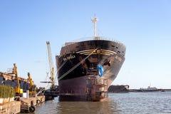 Schipreparatie in de scheepswerf Royalty-vrije Stock Afbeeldingen