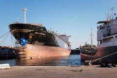 Schipreparatie in de scheepswerf Royalty-vrije Stock Foto's