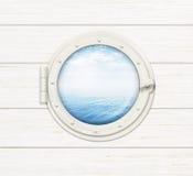 Schipvenster of patrijspoort op witte houten muur Stock Foto's