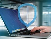 Schirmen Sie das Symbol ab, das auf einer futuristischen Schnittstelle - Sicherheit angezeigt wird und Stockfotos