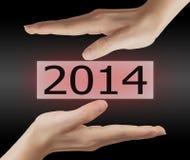 Schirmknopf mit Nr. 2014 an Hand. Stockbilder