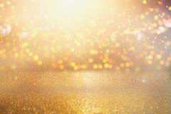Schitter uitstekende lichtenachtergrond Zilver en goud DE-geconcentreerd stock foto's