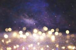 Schitter uitstekende lichtenachtergrond zilver, zwarte, purple en goud DE-geconcentreerd stock fotografie