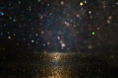 Schitter uitstekende lichtenachtergrond Zwarte en Goud DE-geconcentreerd royalty-vrije stock afbeelding