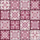 Schitterend naadloos lapwerkpatroon van donkerrode en witte Marokkaanse tegels, ornamenten Royalty-vrije Stock Afbeelding