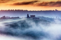 Schitterend Toscanië landcape bij zonsopgang Royalty-vrije Stock Afbeeldingen
