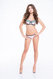 Schitterende aantrekkelijke jonge vrouw in swimwear en hoge hielenschoenen Royalty-vrije Stock Foto