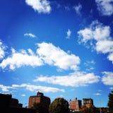 Schitterende blauwe hemel Royalty-vrije Stock Foto's