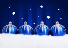 Schitterende blauwe Kerstmisballen Royalty-vrije Stock Foto's