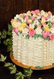 Schitterende cake met de lentedecor Royalty-vrije Stock Afbeelding