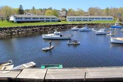 Schitterende de Zomerdag met boten en wharfs, Perkins Cove, Maine, 2016 stock afbeeldingen